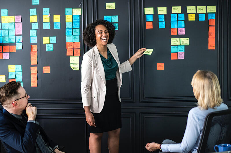 Learning People | Project manager leading a meeting