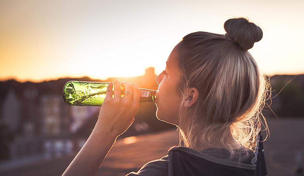 woman-drinking-beer.jpg